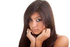 Retrato de una muchacha triste hermosa aislada en blanco Imagen de archivo