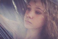 Retrato de una muchacha triste joven Imágenes de archivo libres de regalías