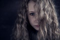 Retrato de una muchacha triste joven Foto de archivo libre de regalías