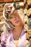 Retrato de una mujer atractiva Foto de archivo libre de regalías