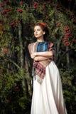 Retrato de una mujer con el serbal Imagen de archivo