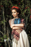 Retrato de una mujer con el serbal Imagenes de archivo