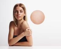 Retrato de una mujer con la piel ideal Fotos de archivo libres de regalías
