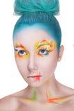 Retrato de una mujer con maquillaje colorido creativo Imágenes de archivo libres de regalías