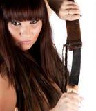 Retrato de una mujer con una espada imagenes de archivo