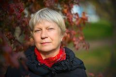 Retrato de una mujer de mediana edad Fotos de archivo libres de regalías