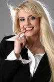 Retrato de una mujer de negocios atractiva joven imagen de archivo libre de regalías