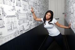 Retrato de una mujer en pasillo imágenes de archivo libres de regalías