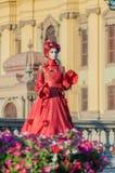 Retrato de una mujer en vestido rojo Imagenes de archivo