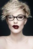 Retrato de una mujer hermosa con la piel limpia fotos de archivo