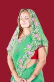 Retrato de una mujer hermosa en sari Imagen de archivo libre de regalías