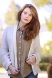 Retrato de una mujer hermosa joven imagen de archivo