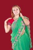 Retrato de una mujer hermosa joven en sari Imagenes de archivo