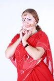 Retrato de una mujer hermosa joven en sari Foto de archivo libre de regalías
