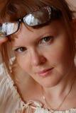 Retrato de una mujer joven. Imagenes de archivo