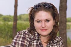 Retrato de una mujer joven atractiva Fotos de archivo libres de regalías