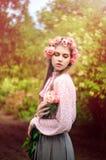 Retrato de una mujer joven atractiva fotografía de archivo libre de regalías