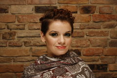 Retrato de una mujer joven con corte de pelo corto Imagen de archivo