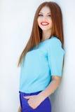 Retrato de una mujer joven con el pelo rojo Imagenes de archivo