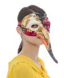 Retrato de una mujer joven con una máscara larga de la nariz Imagen de archivo libre de regalías