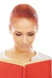 Retrato de una mujer joven del caucásico del redhead Imagen de archivo libre de regalías