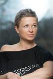 Retrato de una mujer joven físicamente cabida Imagen de archivo libre de regalías