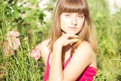 Retrato de una mujer joven hermosa imagenes de archivo