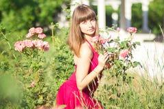 Retrato de una mujer joven hermosa fotos de archivo libres de regalías