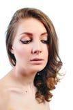 Retrato de una mujer joven hermosa con maquillaje de la tarde Imagen de archivo libre de regalías