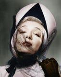Retrato de una mujer joven que lleva un sombrero y un velo (todas las personas representadas no son vivas más largo y ningún esta Fotografía de archivo libre de regalías