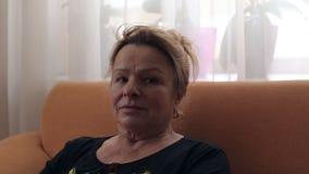 Retrato de una mujer mayor almacen de metraje de vídeo