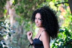 Retrato de una mujer negra joven Fotos de archivo libres de regalías