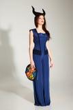 Retrato de una mujer pensativa en vestido azul Imagen de archivo