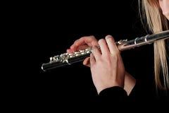 Retrato de una mujer que toca la flauta transversal Imagen de archivo