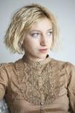 Mujer joven rubia con los ojos azules hermosos Imágenes de archivo libres de regalías