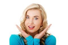 Retrato de una mujer sorprendida con la boca abierta Imagen de archivo