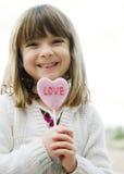 Retrato de una niña bonita con el smil brillante fotografía de archivo libre de regalías