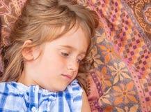 Retrato de una niña con los ojos grises imágenes de archivo libres de regalías