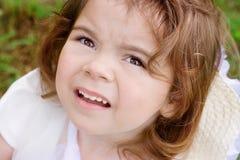 Retrato de una niña en el parque Fotos de archivo