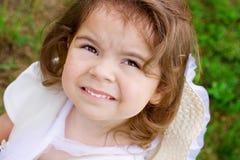 Retrato de una niña en el parque Foto de archivo libre de regalías
