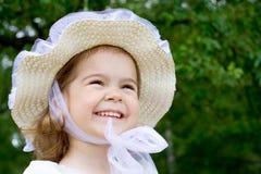 Retrato de una niña en el parque Fotos de archivo libres de regalías