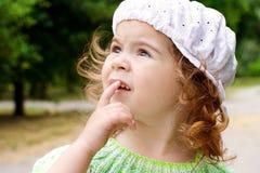 Retrato de una niña en el parque Imagen de archivo