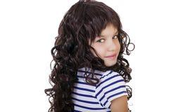 Retrato de una niña encantadora que sonríe en la cámara Fotografía de archivo libre de regalías