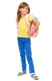 Retrato de una pequeña colegiala linda con la mochila Foto de archivo libre de regalías