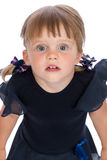 Retrato de una pequeña muchacha sorprendida Fotos de archivo