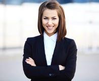 Retrato de una sonrisa acertada de la mujer de negocios Foto de archivo libre de regalías