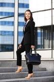 Retrato de una sonrisa acertada de la mujer de negocios Fotografía de archivo