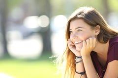 Retrato de una sonrisa adolescente feliz Fotografía de archivo