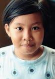 Retrato de una sonrisa adorable del niño Fotos de archivo