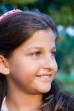 Retrato de una sonrisa hermosa de la muchacha Foto de archivo libre de regalías